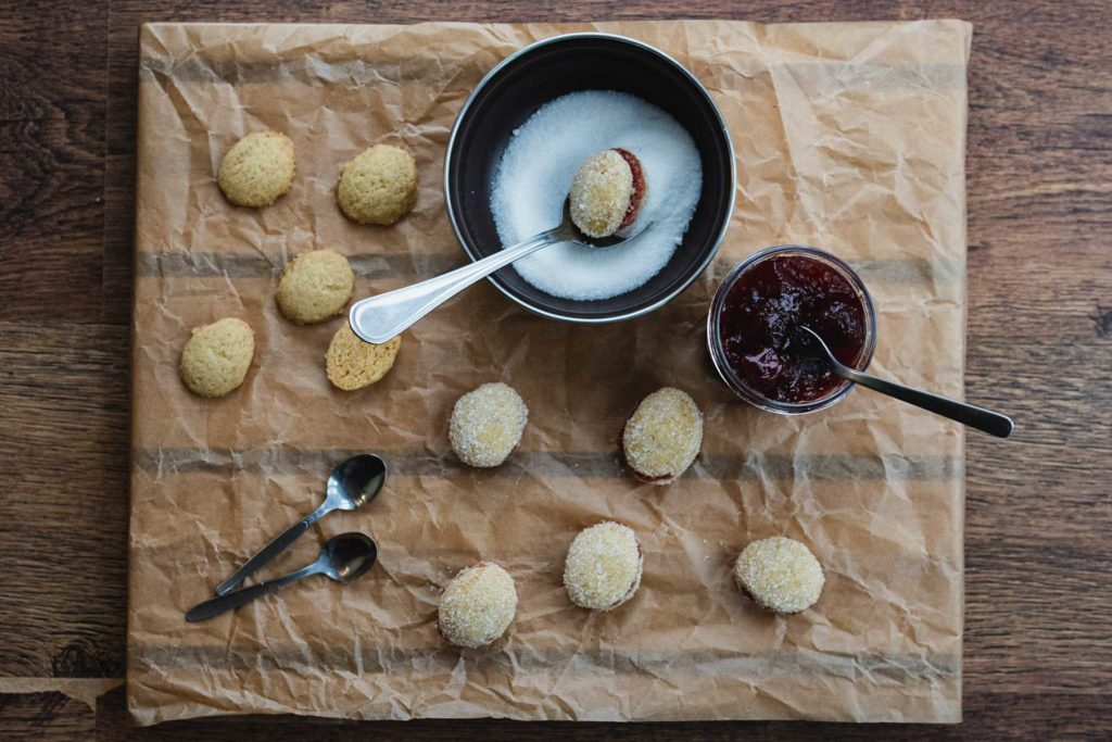 fill the cookies with jam and cover in sugar